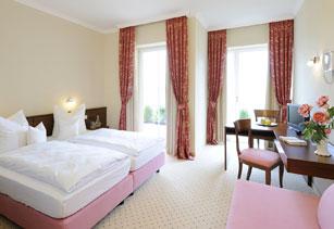 Hotel inspiration hotel garni mayerhofen bei tittmoning for Chiemsee design hotel
